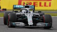Valtteri Bottas si připsal třetí vítězství a přispěl ke korunovaci Mercedesu