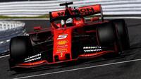 Sebastian Vettela u Ferrari nahradí Carlos Sainz z McLarenu