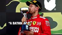 Sebastian Vettel se svou trofejí po závodě v Japonsku