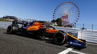 Carlos Sainz s McLarenem MCL34 v Suzuce