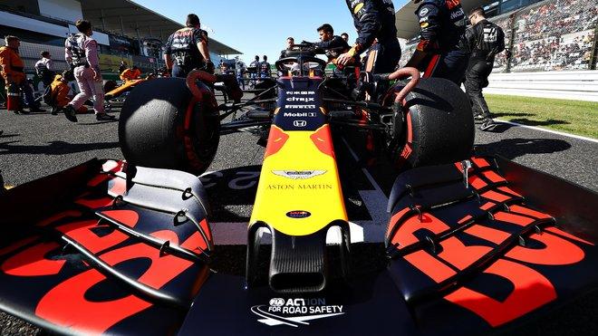 Přední křídlo vozu Maxe Verstappena před závodem v Japonsku
