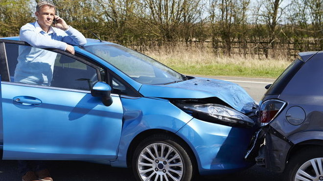 Při nehodě jen povinné ručení a havarijní pojištění stačit nemusí. Proč je dobré mít i životko?