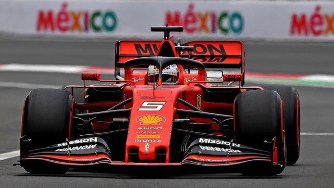 Sebastian Vettel s Ferrari v loňské Velké ceně Mexika