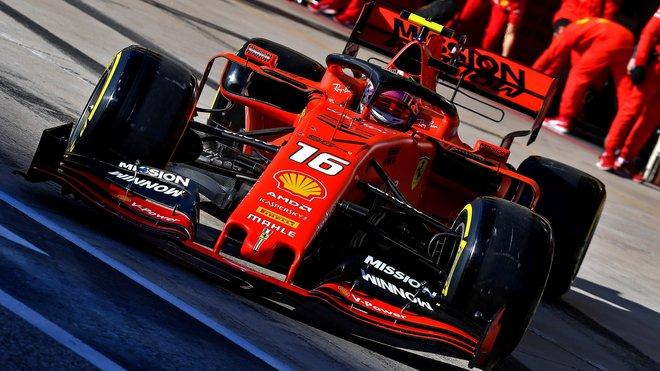 Charles Leclerc odjel kvalifikaci v Austinu se starším motorem