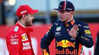 Max Verstappen a Sebastian Vettel ve vzájemném rozhovoru