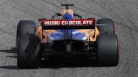 Carlos Sainz v závodě v americkém Austinu
