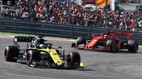 Daniel Ricciardo a Sebastian Vettel v závodě v americkém Austinu