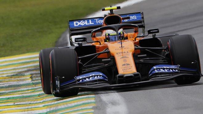 Lando Norris s McLarenem loni v Brazílii
