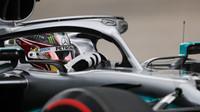 Lewis Hamilton zahájí poslední závod letošního ročníku z prvního místa