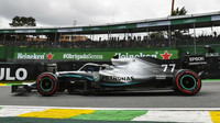 Valtteri Bottas s Mercedesem na okruhu v Interlagos