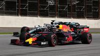 Max Verstappen a Lewis Hamilton v závodě v Brazílii