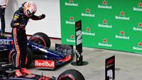 Max Verstappen slaví první místo v závodě v Brazílii