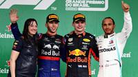 Nejlepší jezdci na pódiu po závodě v Brazílii
