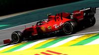 Charles Leclerc v závodě v Brazílii