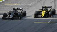 Romain Grosjean a Nico Hülkenberg v závodě v Brazílii