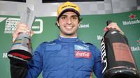 Carslos Sainz obdržel dodatečně pohár za třetí místo v závodě v Brazílii