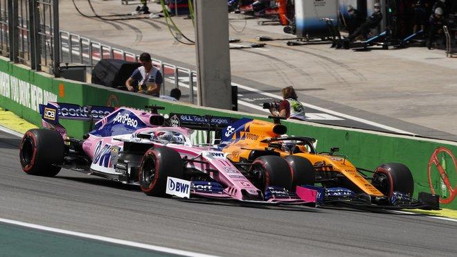 Sergio Pérez a Carlos Sainz v loňské GP Brazílie