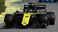 Daniel Ricciardo v závodě v Brazílii