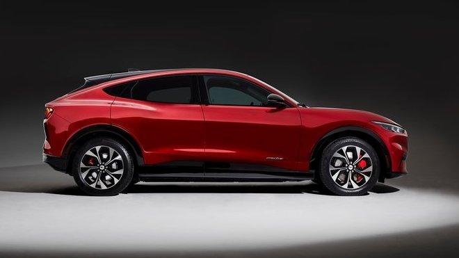Ford Mustang Mach-E GT má nabídnout výkon 342 kW (465 k) a zrychlení z nuly na 100 km/h pod 5 vteřin