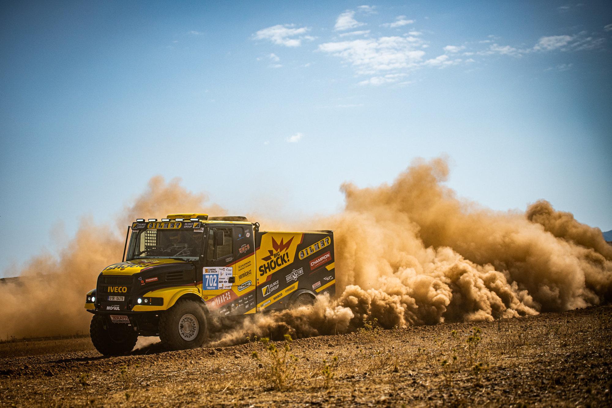 Zažijte s Martinem Macíkem poslední trénink před Dakarem 2020   A pomalujte Karlovi zadek - anotační obrázek
