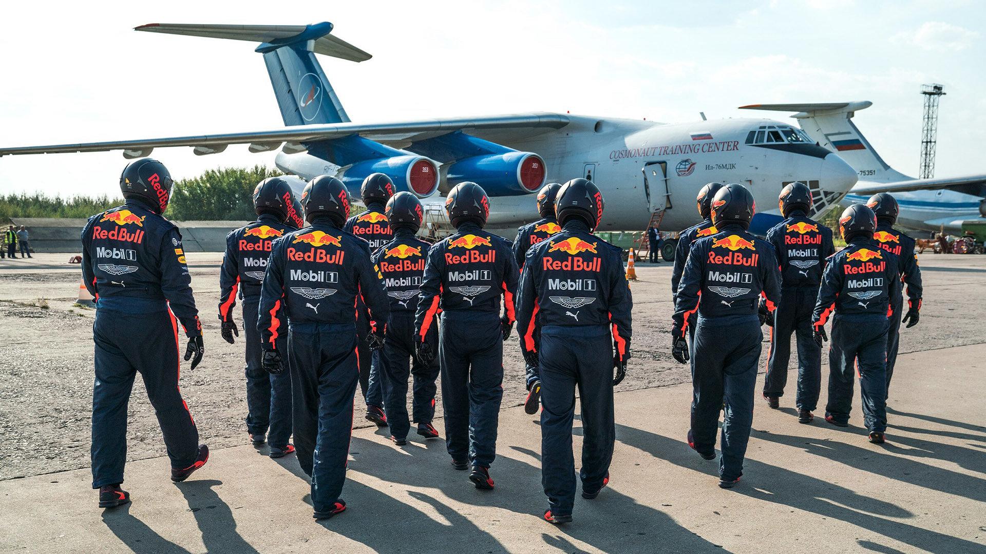 Mechanici Red Bullu na letišti