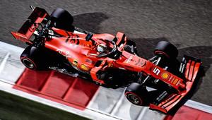 """""""FIA neměla o tajné dohodě s Ferrari nic říkat,"""" říká Ecclestone. Red Bull se právních kroků nevzdá - anotační obrázek"""