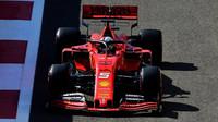 Sebastian Vettel v tréninku v Abú Zabí