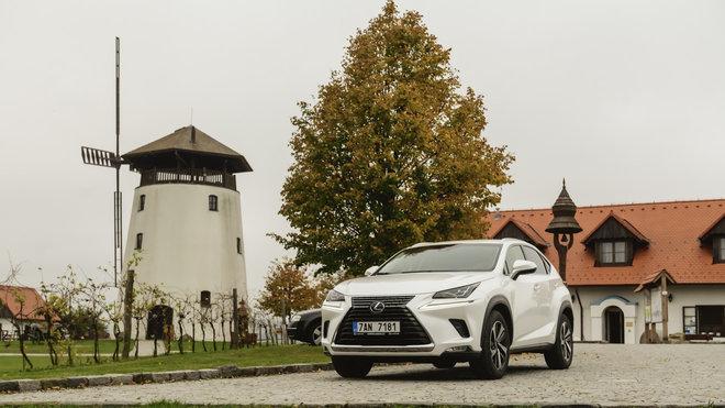 Lexus NX v areálu Bukovanský mlýn