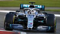 Lewis Hamilton s Mercedesem ve Velké ceně Abú Zabí