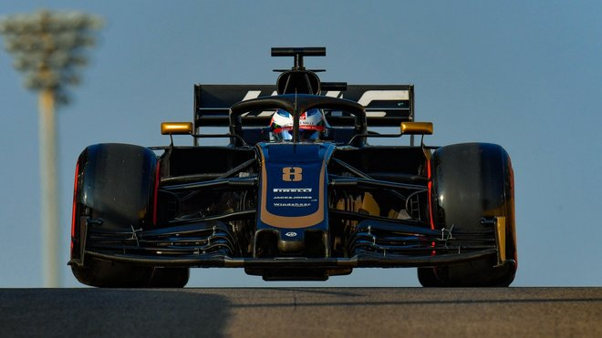 Romain Grosjean během včerejšího testu pneumatik