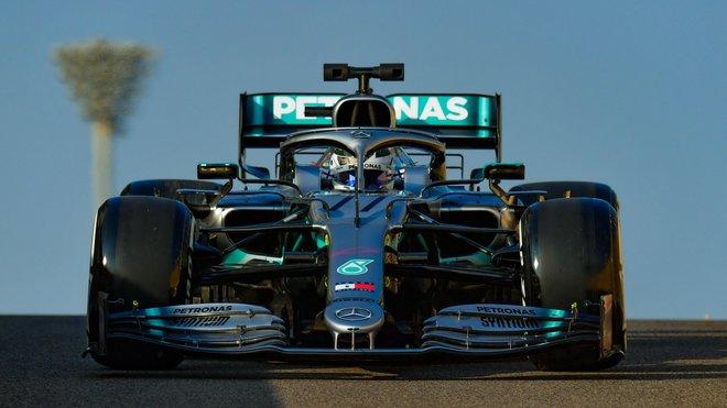 Valtteri Bottas během testování pneumatik po posledním závodě sezóny