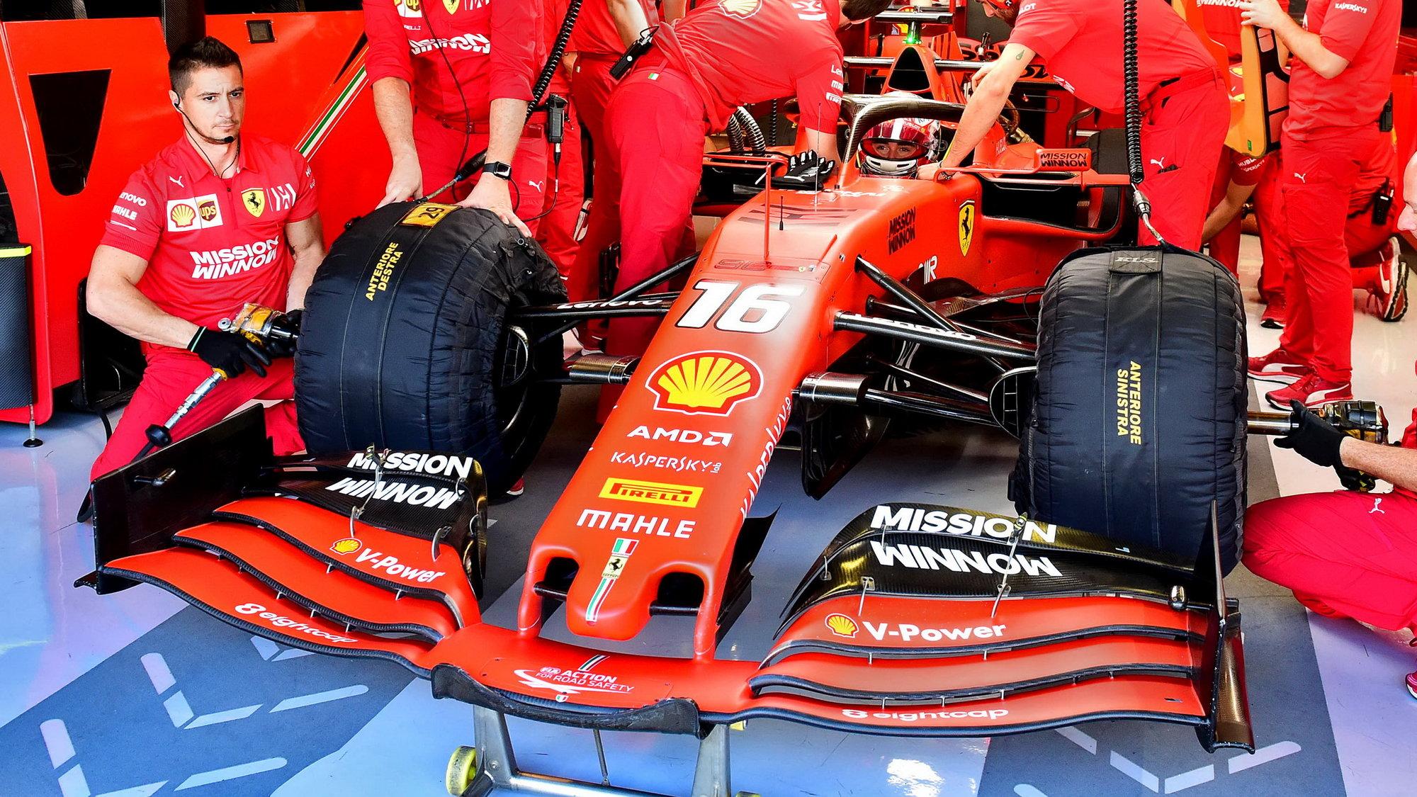 Charles Leclerc po sezóně 2019 během testu pneumatik v Abú Zabí