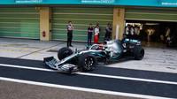 """Pirelli testuje v Abú Zabí 18"""" pneumatiky pro sezónu 2021 - jak na nich vypadá Mercedes? + FOTO - anotační obrázek"""