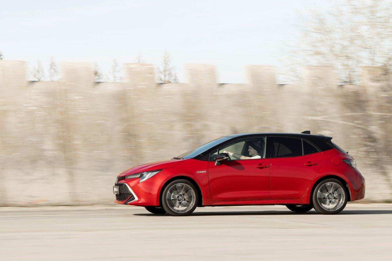 Toyota Corolla s hybridní technologií spojuje efektivitu s radostí z jízdy.