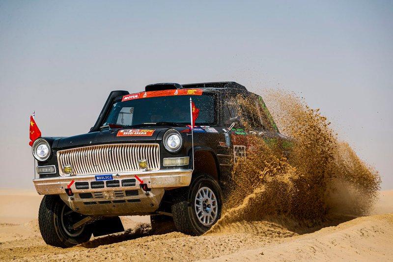 Nejpodivnější auta letošního Dakaru? Pravděpodobně čínské vládní limuzíny - anotační obrázek