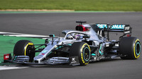 Mercedes představil nový vůz W11, Hamilton s Bottasem s ním již krouží po dráze - anotační obrázek