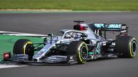 Lewis Hamilton s novým Mercedesem W11