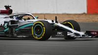 Valtteri Bottas zajíždí v Silverstone první kilometry s novým Mercedesem W11