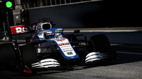 Williams FW43 vyráží na trať