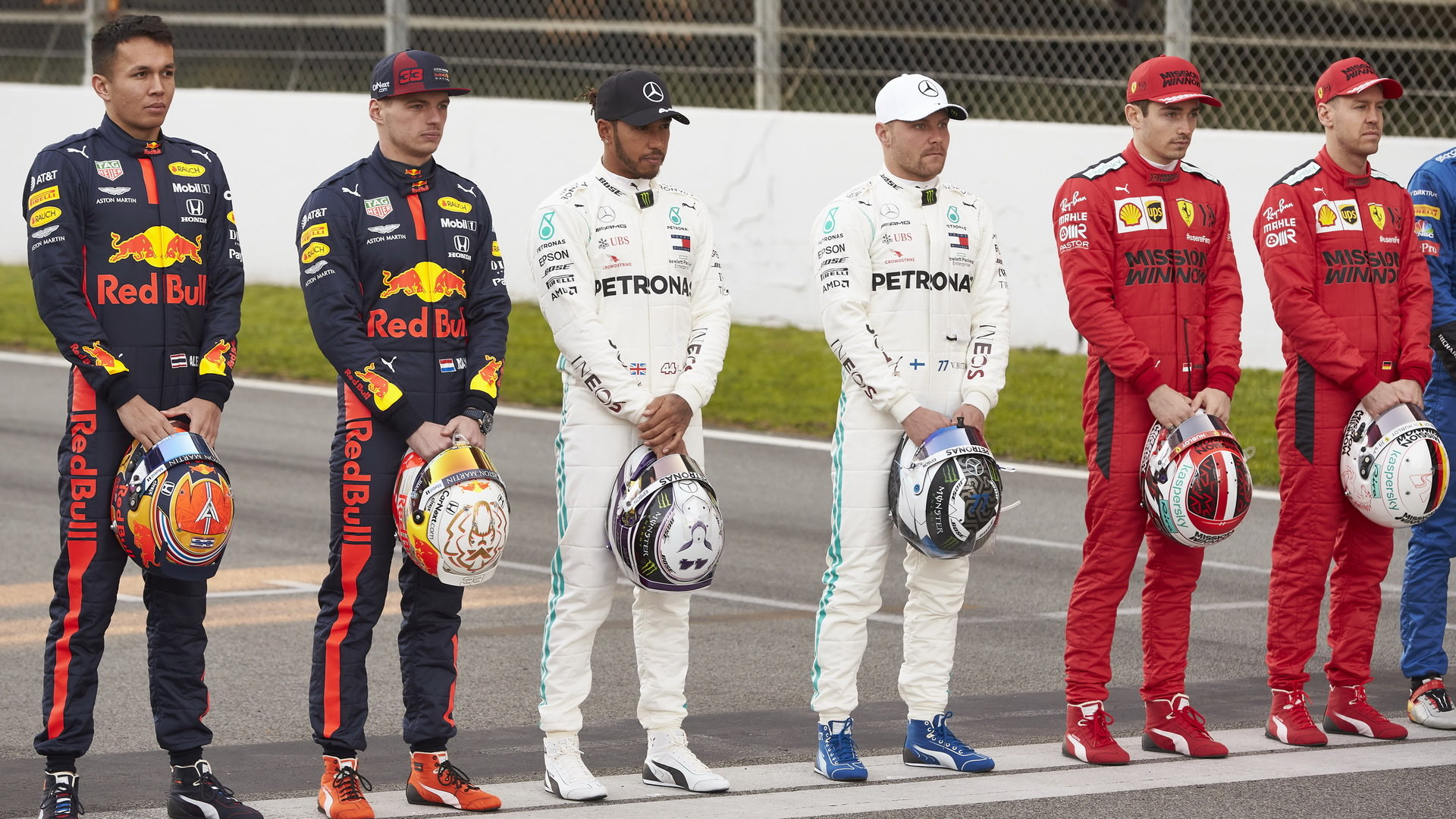 Piloti běmeh předsezónních testů v Barceloně