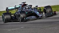 Lewis Hamilton při předsezonních testech s vozem Mercedes F1 W11 EQ Performance v Barceloně