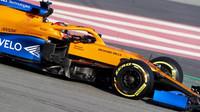 Carlos Sainz při předsezonních testech s vozem McLaren MCL35 - Renault v Barceloně