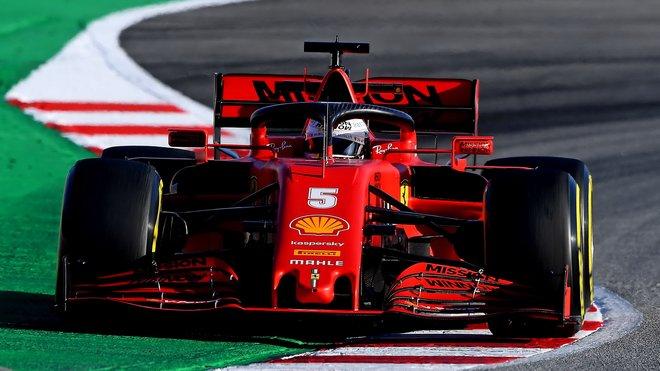 Sebastian Vettel s Ferrari SF1000 ve čtvrtek v Barceloně