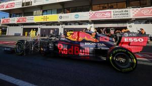 ŽIVĚ: Začíná druhý týden testů v Barceloně - dopoledne nejrychlejší Kubica, Red Bull se rozjížděl pomalu - anotační obrázek