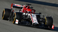 Uzavření továren by mohlo být podle šéfa Alfy Romeo prodlouženo. V čem je Räikkönen horší než Alonso? - anotační foto