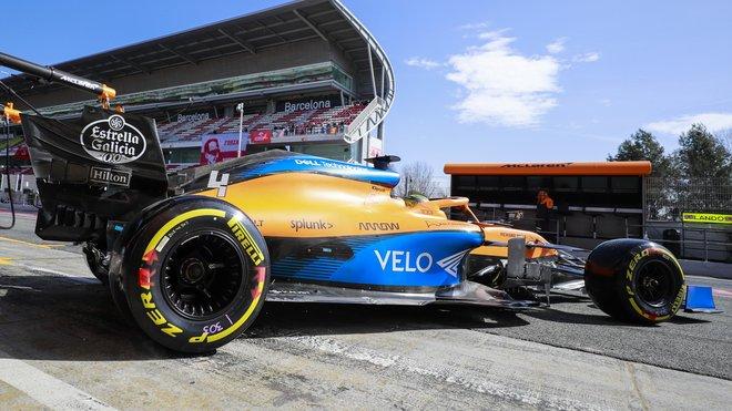 Lando Norris s McLarenem MCL35 během druhých testů v Barceloně