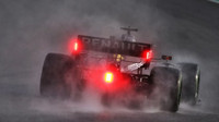 Na trati v Rakousku se zatím prohání pouze déšť, třetí trénink byl zrušen - anotační obrázek