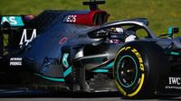 Lewis Hamilton v rámci třetího dne druhých předsezonních testů v Barceloně