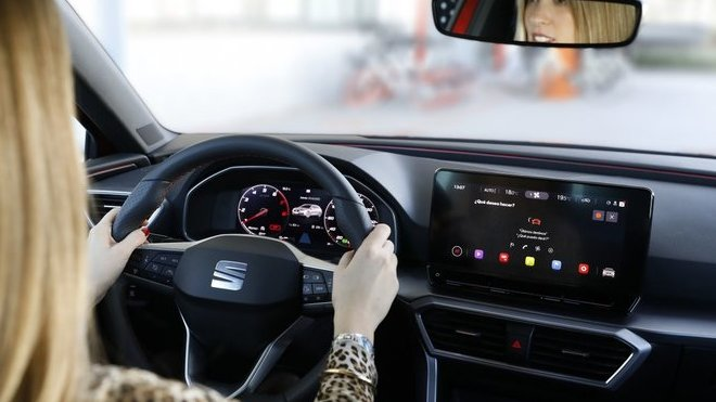 U Seatu tvoří budoucnost mobility i ženy. Za volantem Anna Homs.