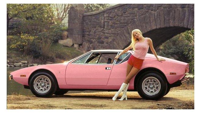 Růžové auto pro playmate